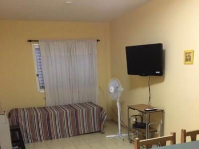 1 dormitorio con cama matrimonial