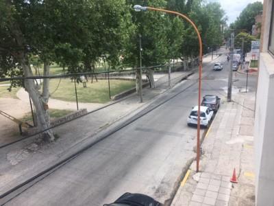 DEPARTAMENTO CENTRICO DE 2 DORMITORIOS CON COCHERA